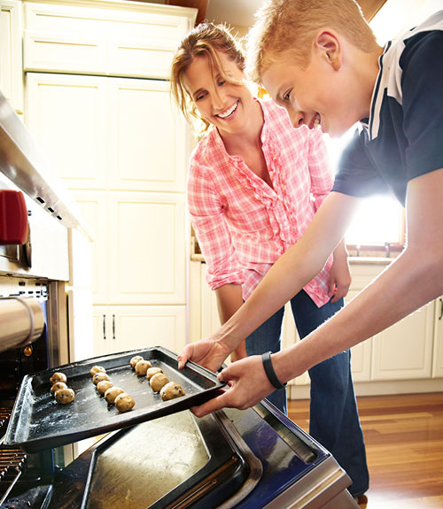 550912375995d-0912-mother-son-baking-xl