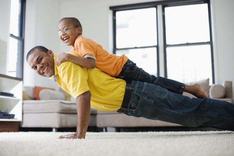 myfitnesspal-dad-doing-pushups-with-kid